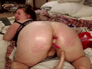 kittykay86 Horny guy kissed all over Beverlybody and then drilled her.