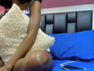 afro_goddess This hot babe gets it deep into her ass