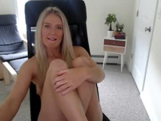 sammyfloodxxx Hot sexy babe is getting naked in front of the camera