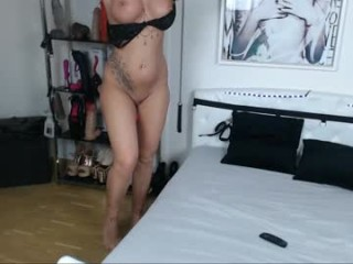 hotmilfbitch Hot babe sucks and fucks the dude