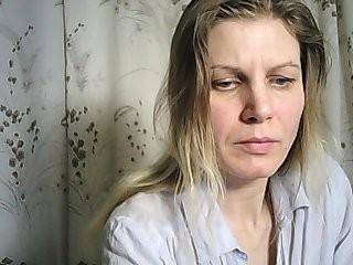 yalakomka Super hot brunette webcam strip tease