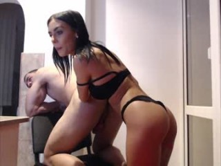 queen_leylla Check hot butt fuck on a big bed.