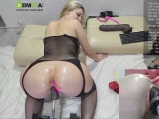 xxxlovers2015 Young hottie got her mouth and anal drilled.